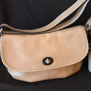 Tan leather shoulder bag in great condition